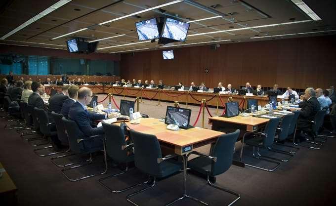 Πιέσεις για μεταρρυθμίσεις στην Ελλάδα από το Eurogroup - Πράσινο φως για συντάξεις