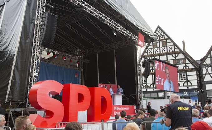 """Αισιόδοξος ο Γ.Γ. του SPD ότι θα επικρατήσει το """"Ναι"""" στον μεγάλο συνασπισμό στο έκτακτο συνέδριο του κόμματος"""