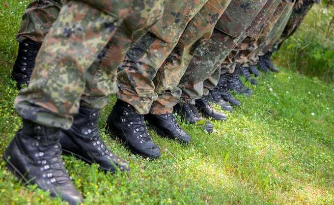 Die Zeit: Ο γερμανικός στρατός προσλαμβάνει ειδικούς από χώρες της ΕΕ