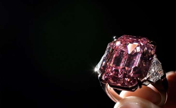"""Το σπάνιο διαμάντι """"Pink Legacy"""" βγαίνει στο σφυρί"""