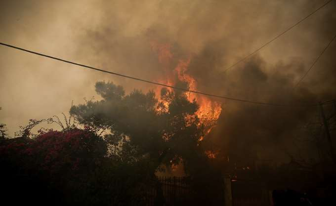 Πυρκαγιά: Εντολή για προληπτική εκκένωση 4 οικισμών στους Αγίους Θεοδώρους