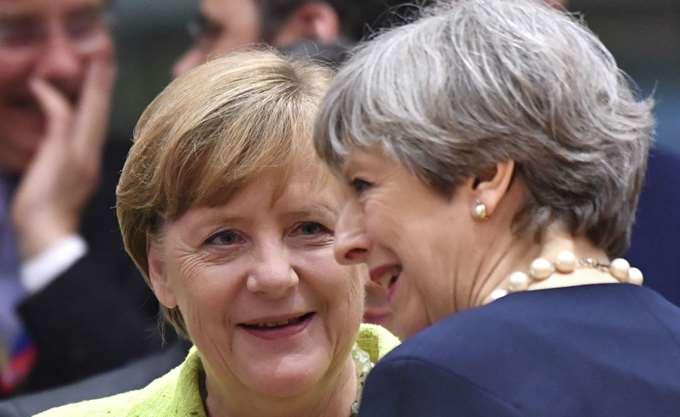 "Brexit: Η Μέι καλεί την ΕΕ να ""εξελίξει"" τις θέσεις της, η Μέρκελ εύχεται στενές μελλοντικές σχέσεις"