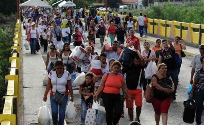Βοήθεια για να αντιμετωπίσουν το κύμα μετανάστευσης από τη Βενεζουέλα ζητούν οι γύρω χώρες