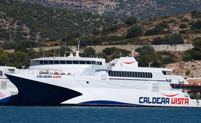 Πλοίο με 220 επιβάτες προσέκρουσε στο λιμάνι της Νάξου