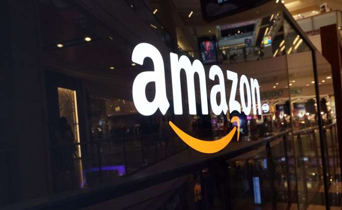 BBC: Η Amazon συστήνει στους εμπόρους να προετοιμαστούν για ένα Brexit χωρίς συμφωνία