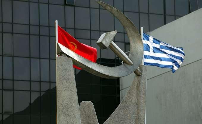 Πανό κατά της Συμφωνίας των Πρεσπών κρέμασε το ΚΚΕ στην Ακρόπολη
