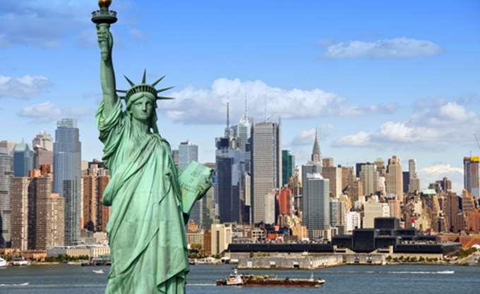 Οι Νεοϋορκέζοι τιμούν τη μνήμη των θυμάτων της 11ης Σεπτεμβρίου