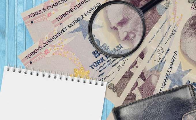 Χωρίς φρένο η πτώση της τουρκικής λίρας, ανησυχία για τα συναλλαγματικά αποθέματα που εξαντλούνται