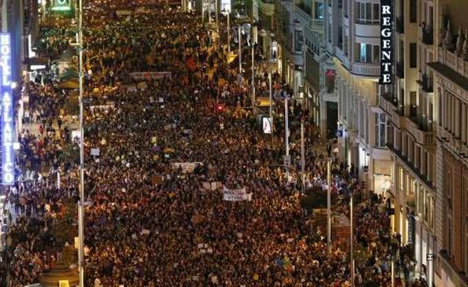Ογκώδεις διαδηλώσεις σε Ισπανία και Γαλλία για τα δικαιώματα των γυναικών
