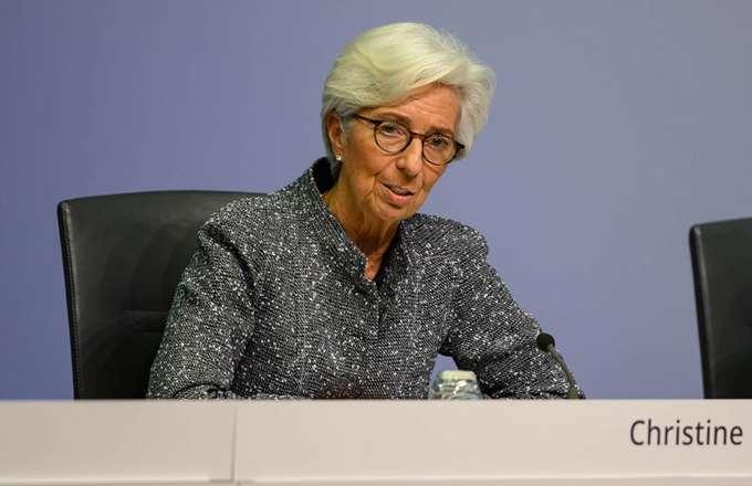 """Η ΕΚΤ """"αυξάνει"""" το μαξιλάρι της Ελλάδας στα 57-60 δισ. ευρώ"""