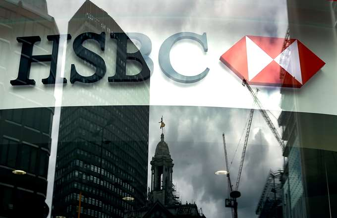 HSBC: Σε θολά νερά οι ελληνικές τράπεζες, δεν αρκούν τα σχέδια ΤτΕ-ΤΧΣ