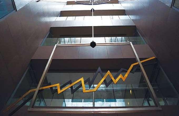 """Ξένοι οίκοι: """"Buy"""" για τις τράπεζες μετά τις αναδιαρθρώσεις"""